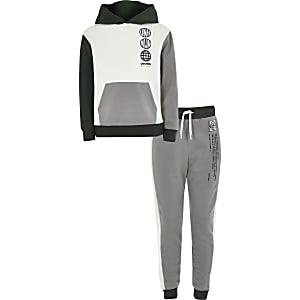 Ecru hoodie outfit met kleurvlakken voor jongens