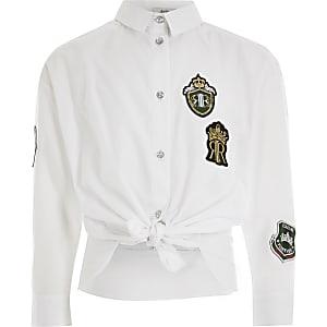 Weißes, vorne gebundenes T-Shirt mit Aufnähern für Mädchen