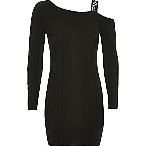 Schwarzes Kleid im Rippenstrick mit einer freien Schulter für Mädchen