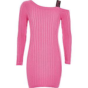 Kleid im Rippenstrick in leuchtendem Pink mit einer freien Schulter für Mädchen