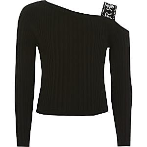 Schwarzer Mädchen-Pullover mit einem Band auf der Schulter