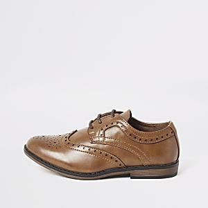 Bruine brogue schoenen met reliëf en vetersluiting voor jongens