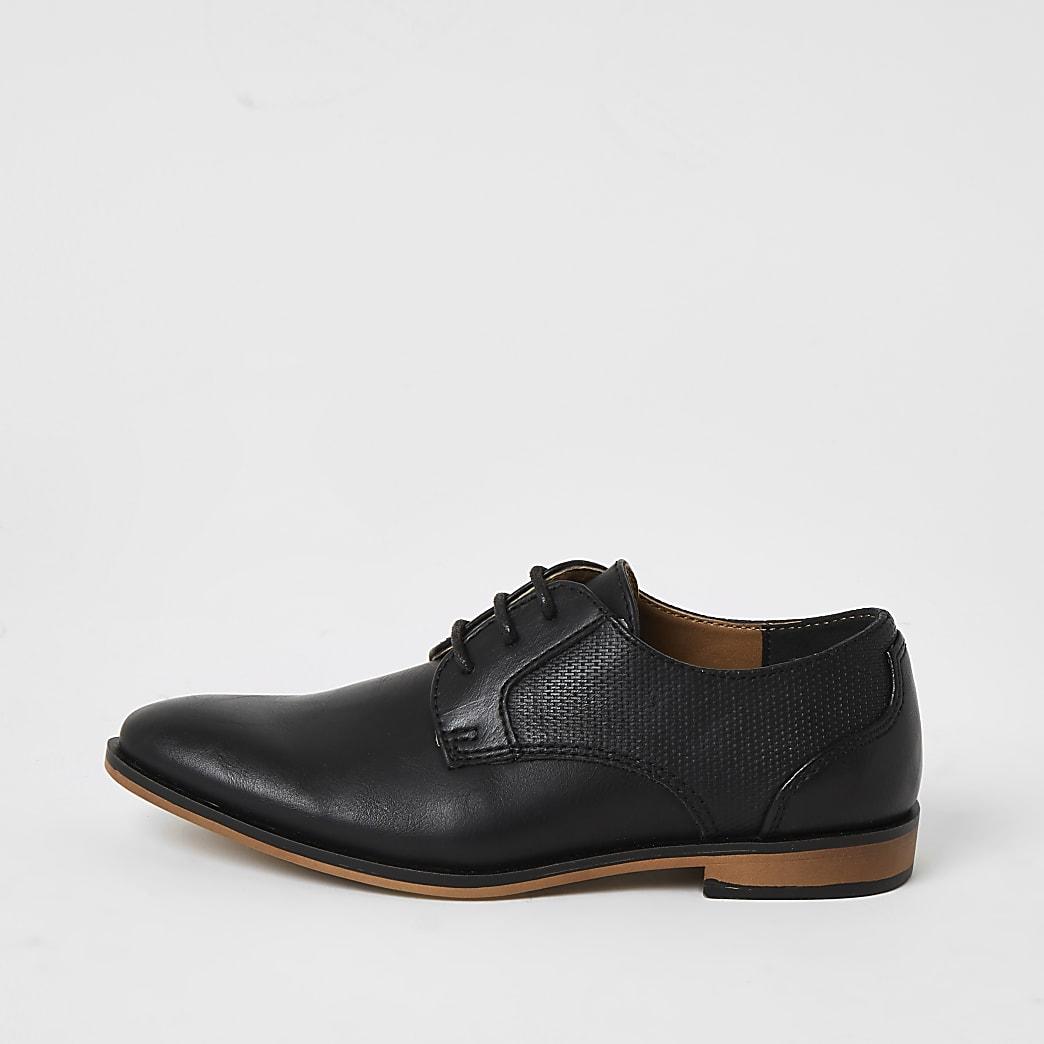 Schwarze, spitz zulaufende Schuhe mit Schnürung für Jungen