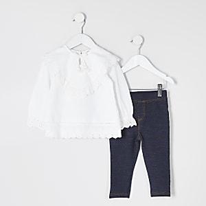 Mini – Outfit mit weißem Rüschenoberteil mit Lochstickerei