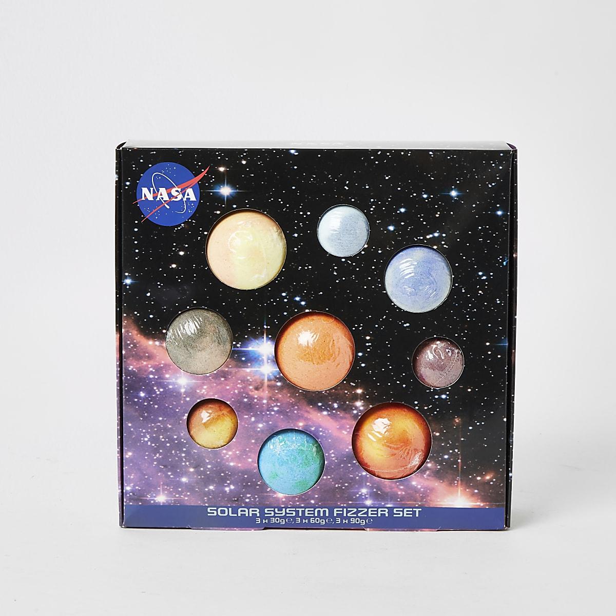 Boys Nasa solar system bath fizzer set