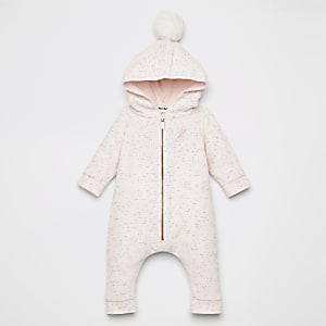 Pinker Einteiler aus Velours mit Kunstfellbommel für Babys