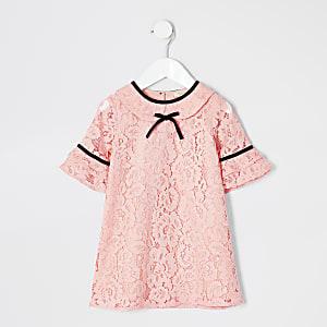 Robe droite corail ornée de dentelle mini fille