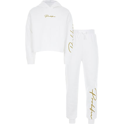 Girls white Prolific hoodie outfit