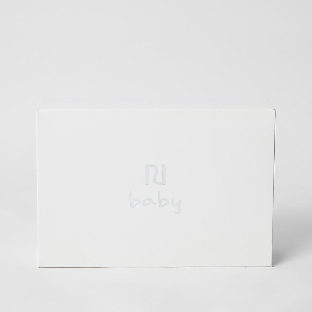 RI baby white gift box set