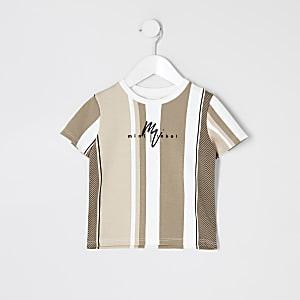 Hellbraunes T-Shirt mit Streifen und Fischgrätenmuster für kleine Jungen