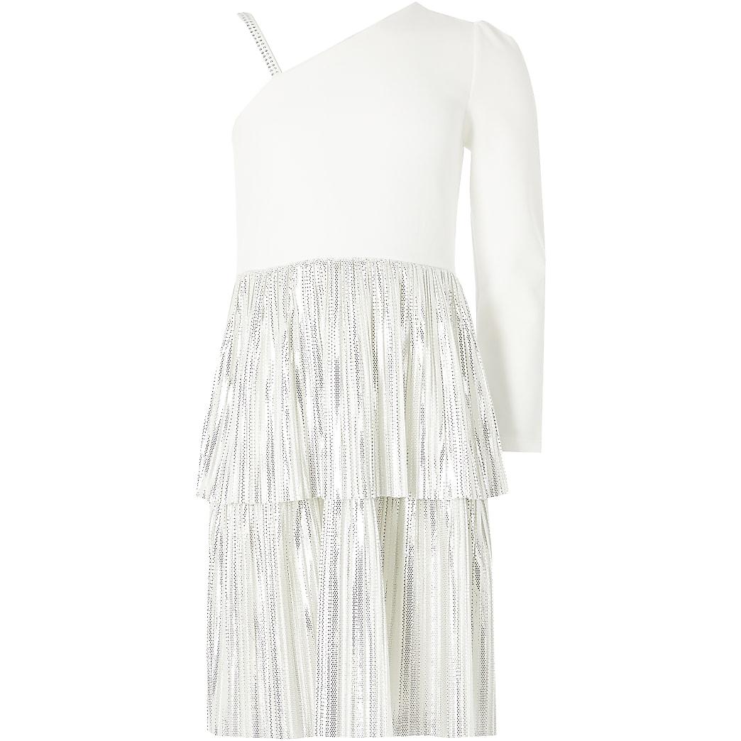 Witte gelaagde jurk met ruches en een blote schouder voor meisjes