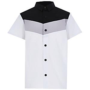 Wit overhemd met chevron kleurvlakken voor jongens