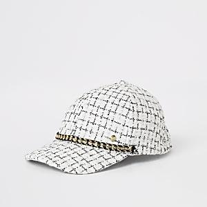 Weiße Kappe aus Bouclé mit Kettchenverzierung vorn für Mädchen