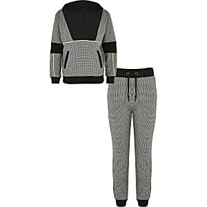 Outfit met zwarte geruite gevoerde hoodie voor jongens