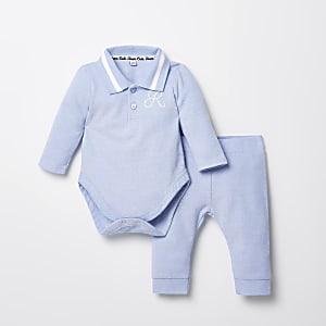 Outfit met blauwe babygrow met R-borduursel voor baby's