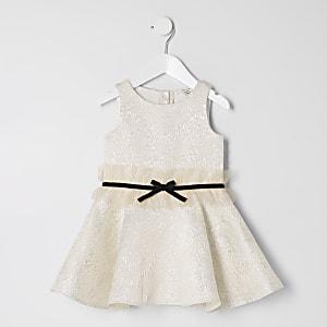 Mini - Goudkleurige jacquard jurk met striktaille voor meisjes
