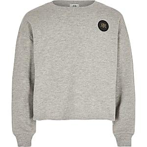 Grauer, kurzer Pullover mit RI-Prägung