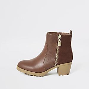 Bruine laarzen met hak en rits met hangslotbedel voor meisjes