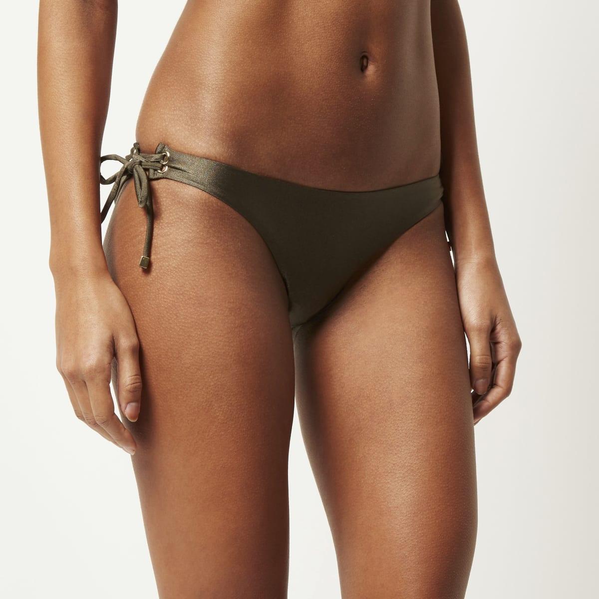 Kaki bikinibroekje met lage taille en veteroogjes