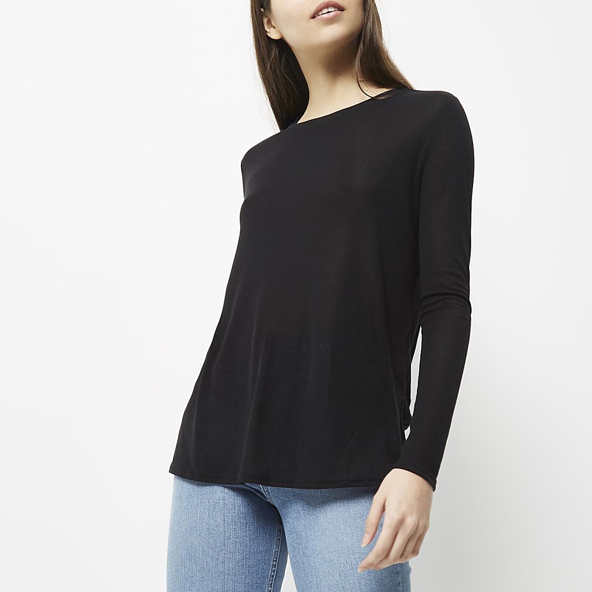 Top noir basique à manches longues