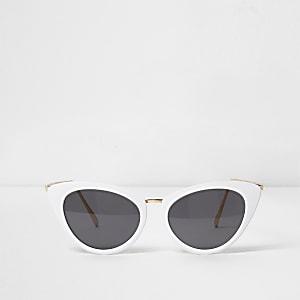 Weiße Katzenaugen-Sonnenbrille mit getönten Gläsern