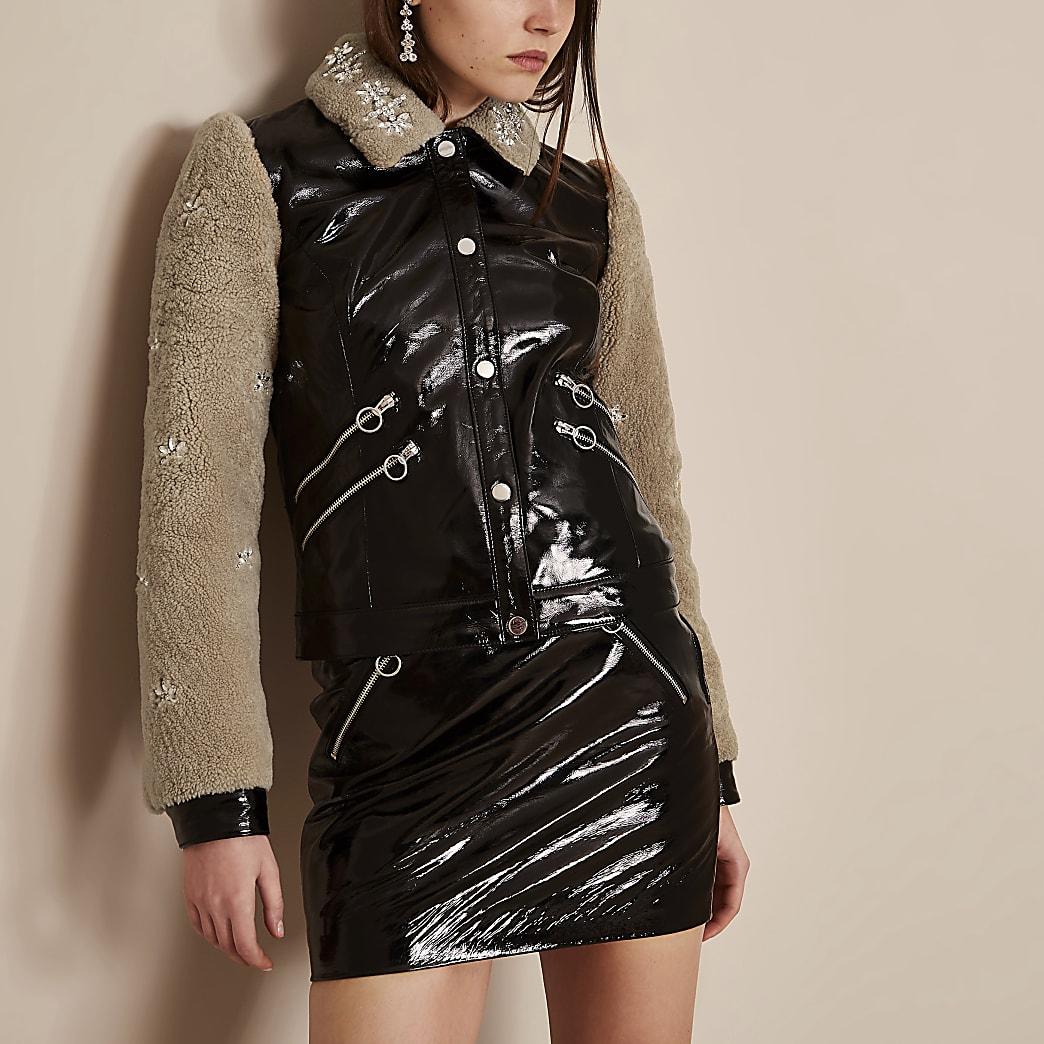 Holly Fulton – Veste en cuir et vinyle noire avec imitation peau de mouton