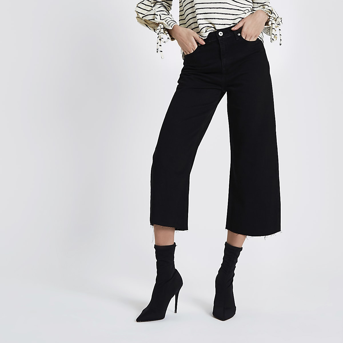 Alexa – Schwarze, kurz geschnittene Jeans mit weitem Bein
