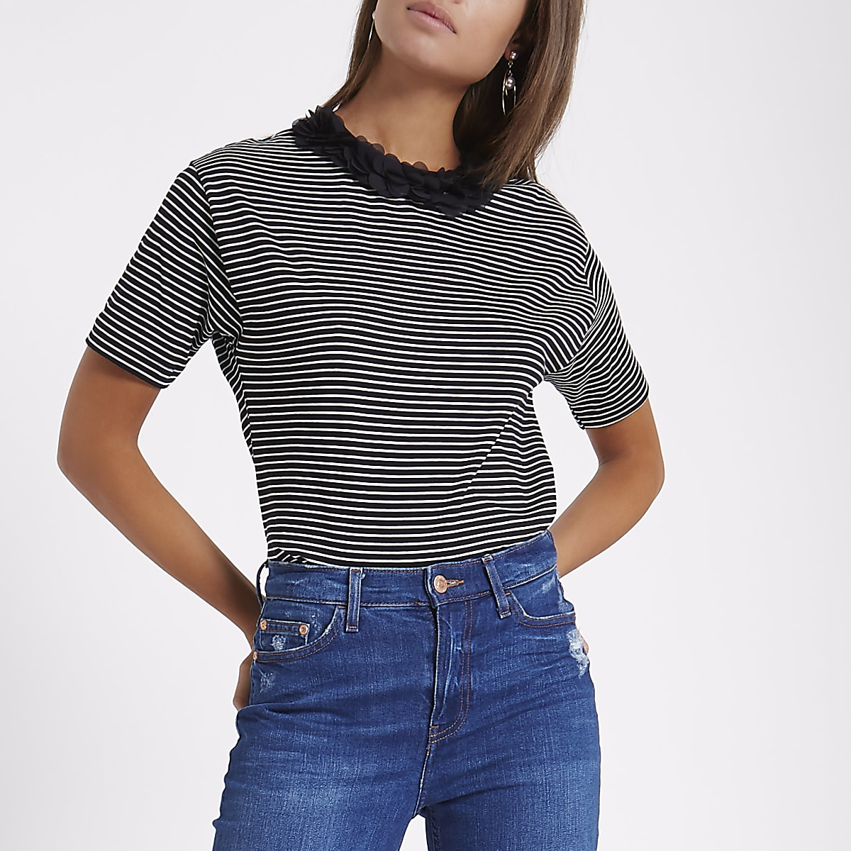 Black stripe flower neck boxy T-shirt