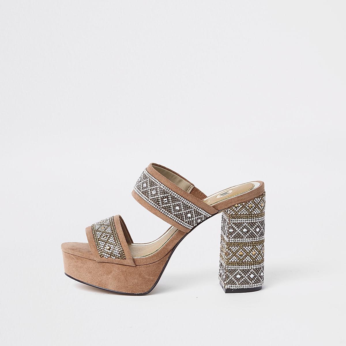 Sandales beige ornementées à plateforme et talon carré