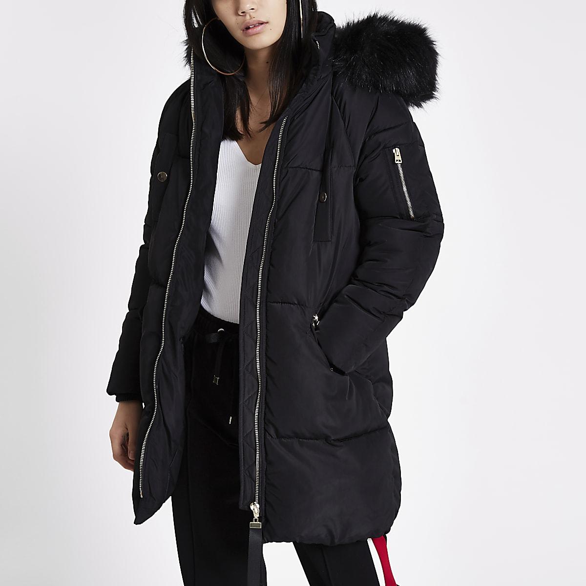 f4c0f2a55a7703 Lange, schwarze Jacke mit Kunstfellkapuze Lange, schwarze Jacke mit  Kunstfellkapuze ...