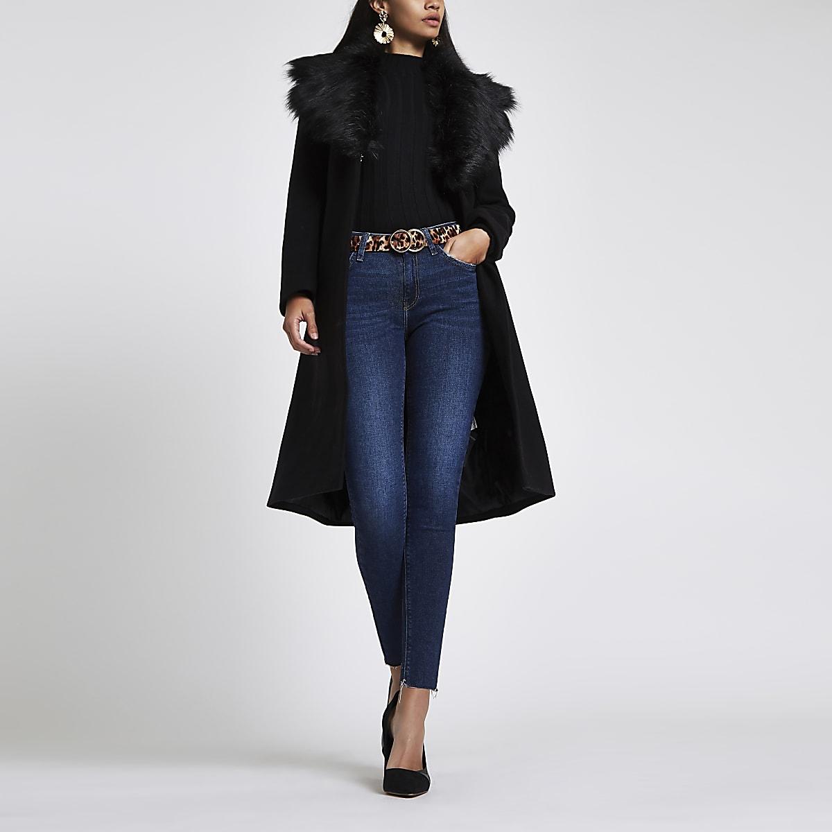 Zwarte wollen jas met ceintuur en imitatiebont