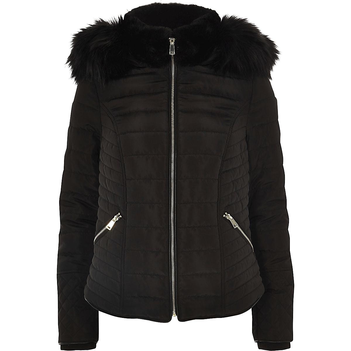 90798de06dadd9 Zwarte gewatteerde jas met capuchon van imitatiebont en lange mouwen ...