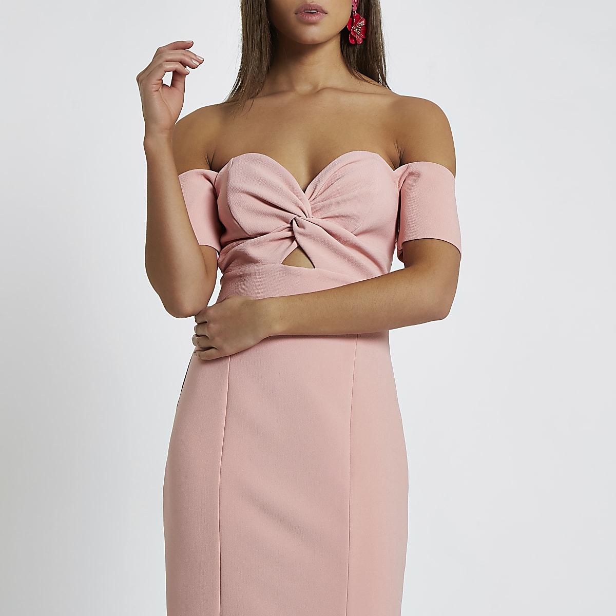 378ae8a8d0b188 Roze maxi-jurk in bardotstijl met strik voor - Maxi-jurken - Jurken ...