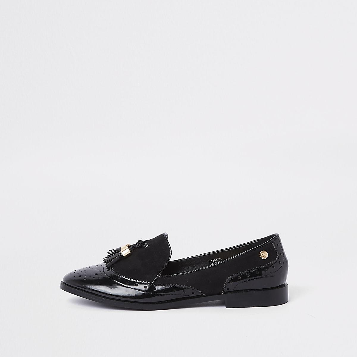 Black tassel patent shoes