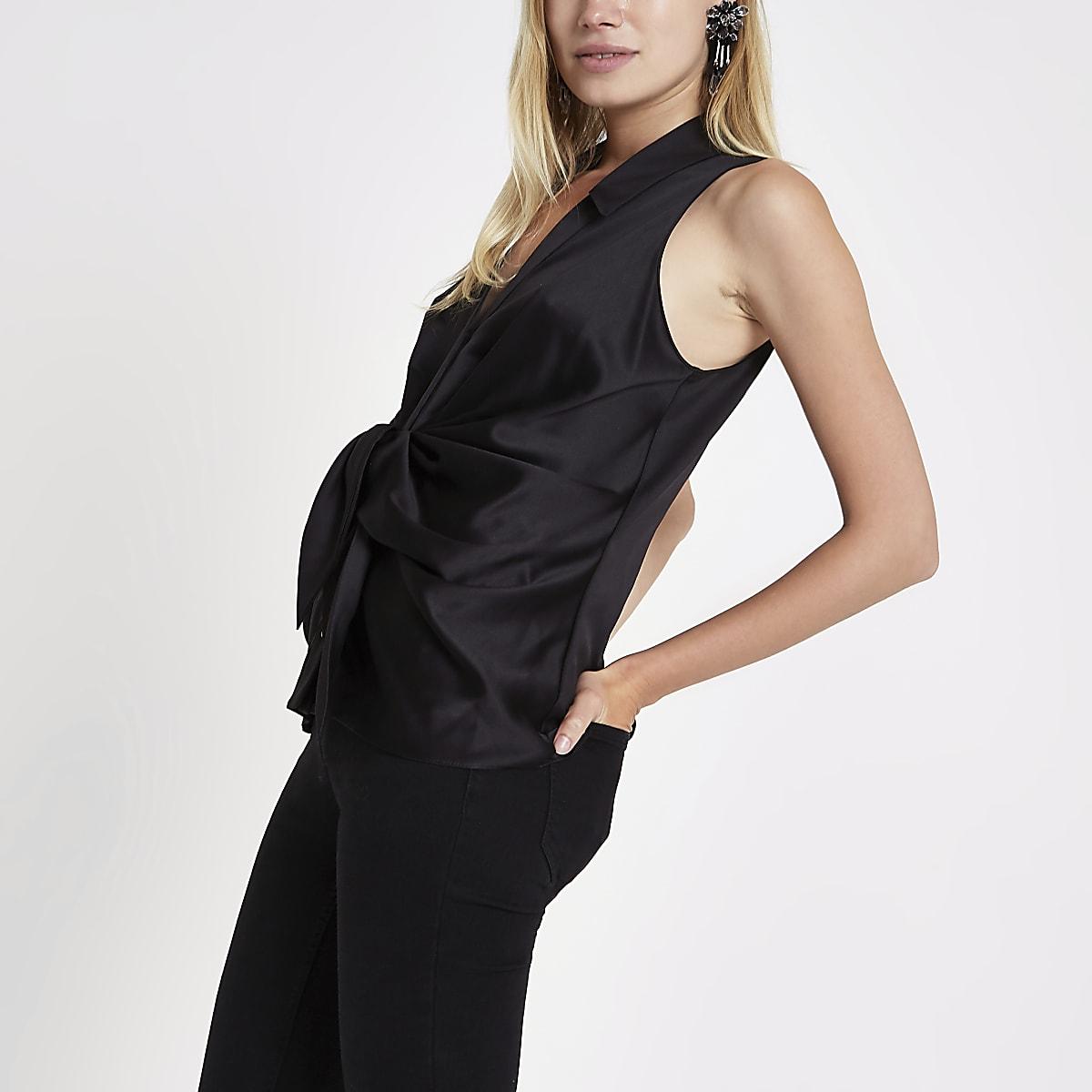Zwart mouwloos overhemd met gedraaide voorkant