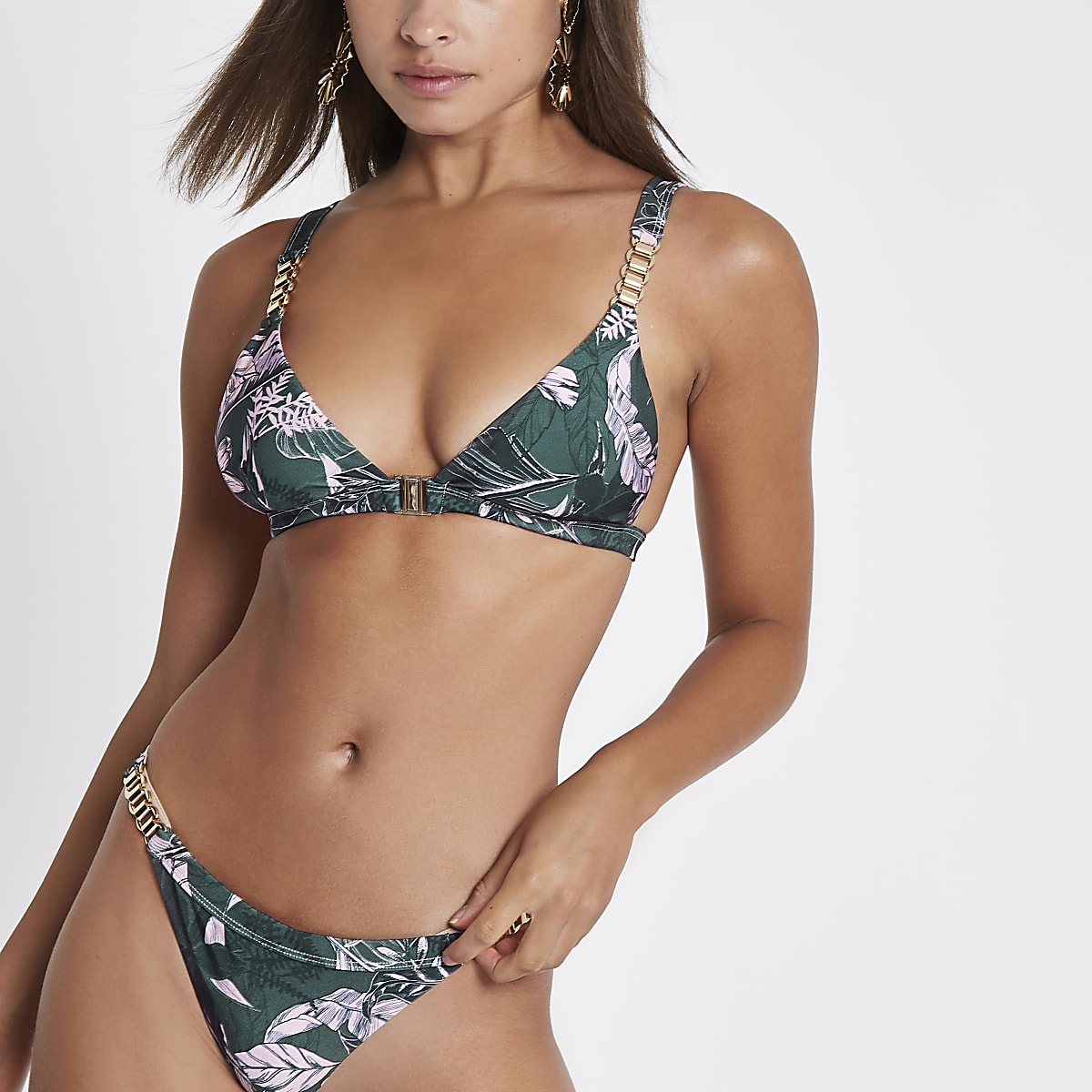 Groene triangel-bikinitop met bloemenprint en ketting