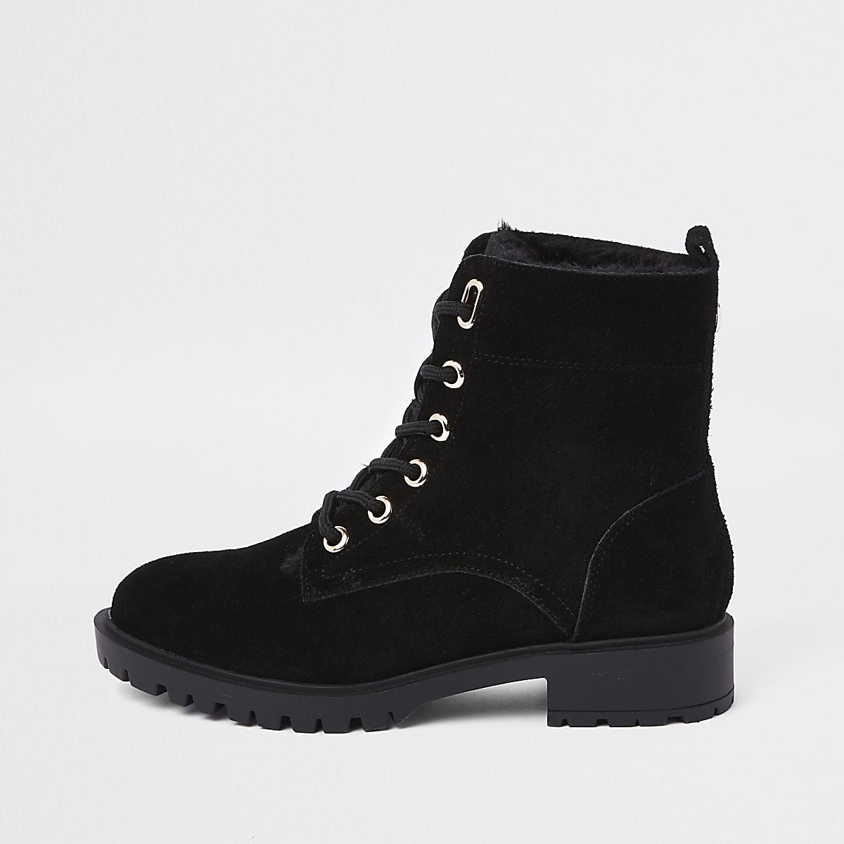 Zwarte wandelschoenen met veters en voering van imitatiebont