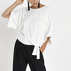 Wit T-shirt met parels en knoop opzij