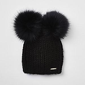 Bonnet noir avec deux pompons en fausse fourrure