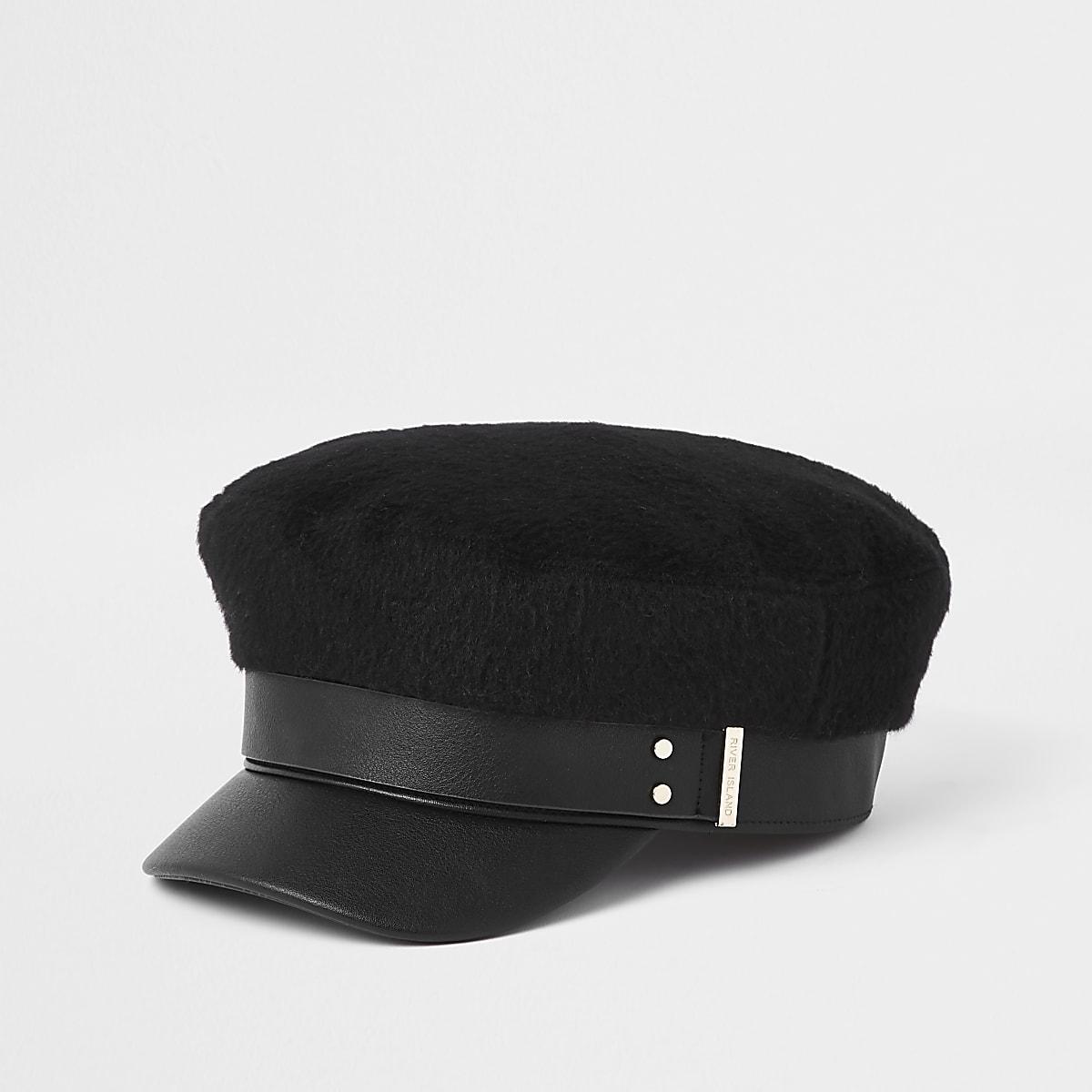 Zwarte geruwde bakerboy-pet