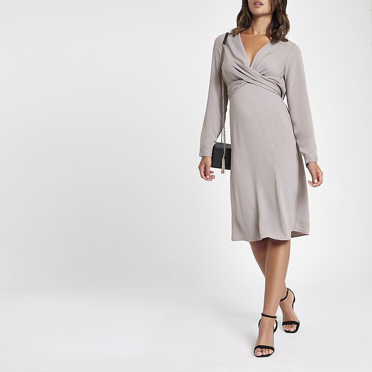358a5d5493766e Grijze midi-jurk met overslag en V-hals - Bodyconjurken - Jurken - Dames