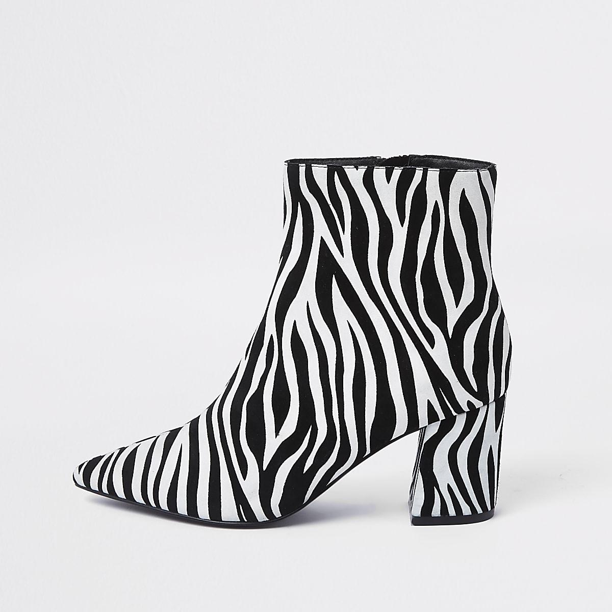 Zwarte puntige laarzen met blokhak en zebraprint