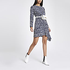 Blauwe midi-jurk met luipaardprint en gekruiste bandjes voor