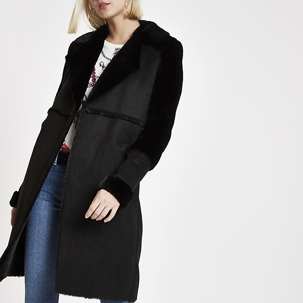 Zwarte openvallende jas van suèdine