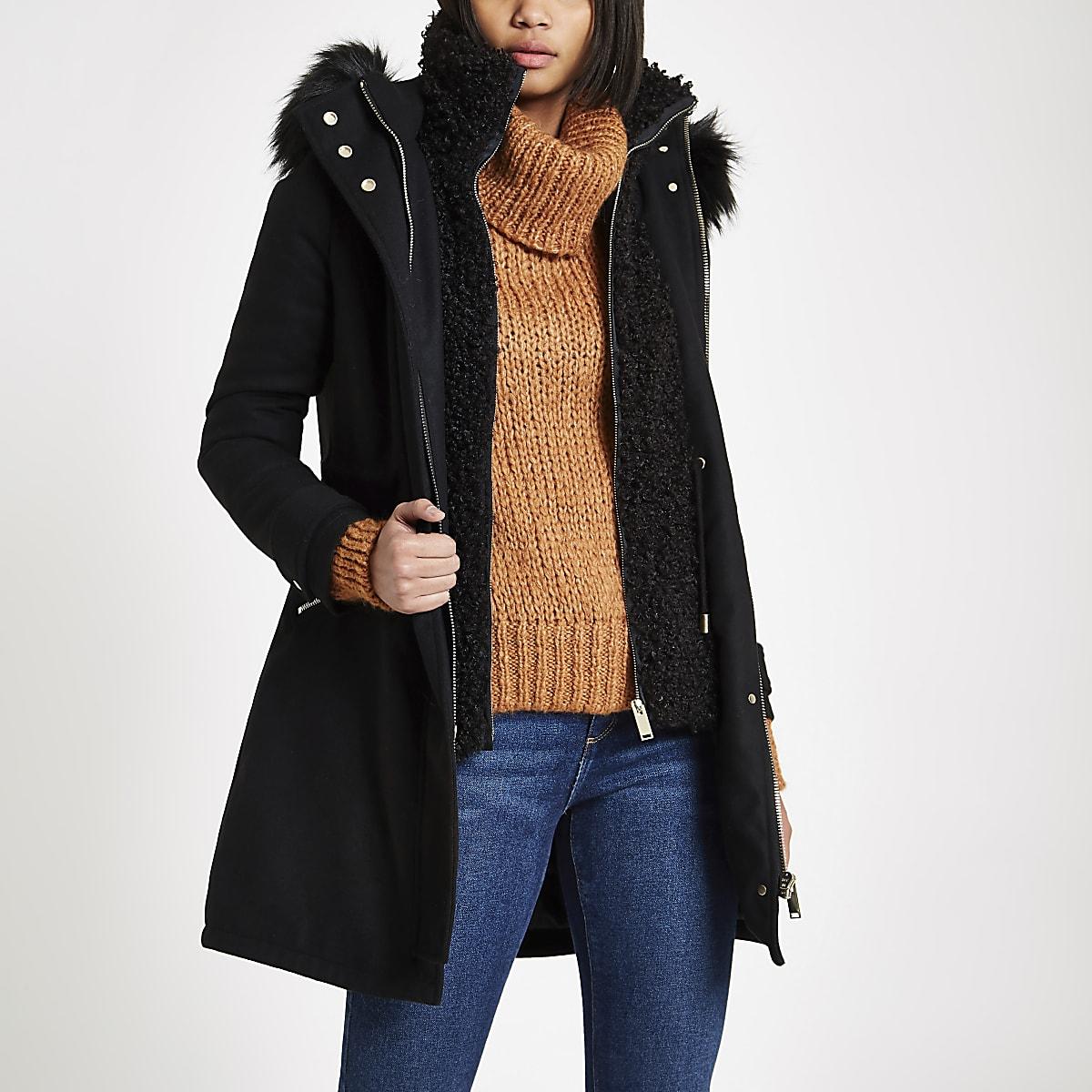 Schwarzer, doppellagiger Mantel aus Lammfellimitat