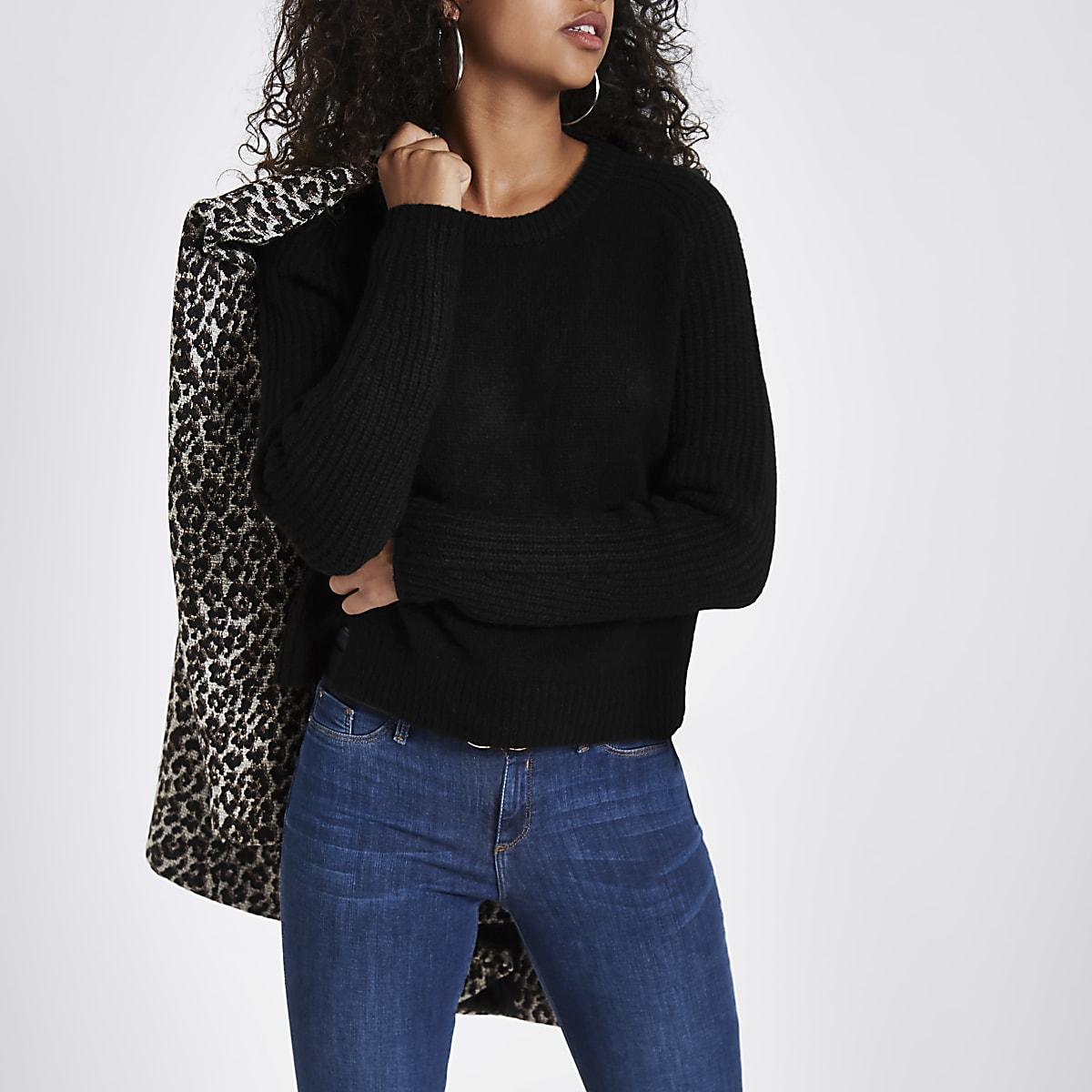 Kurzer Pullover mit Rundhalsausschnitt