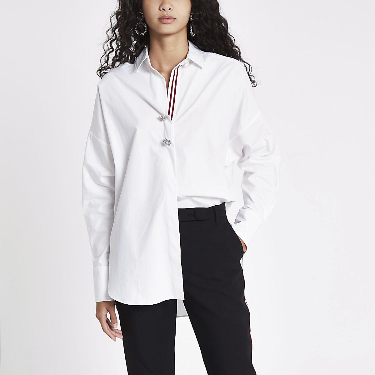 Wit overhemd met vleermuismouwen en biezen