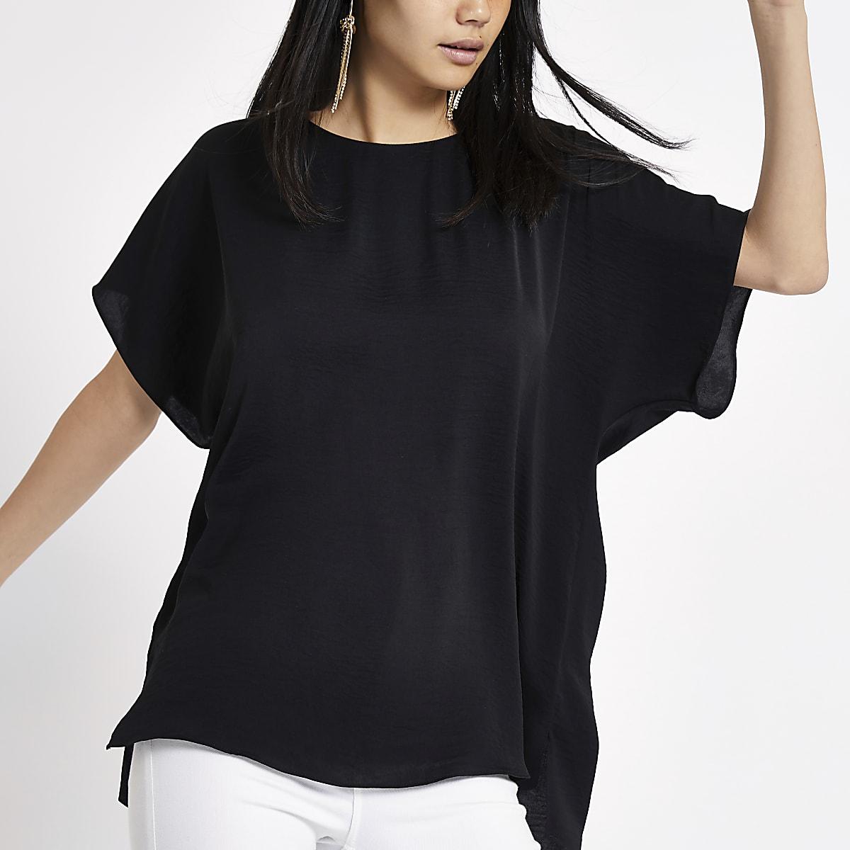 Zwart T-shirt met band op de rug