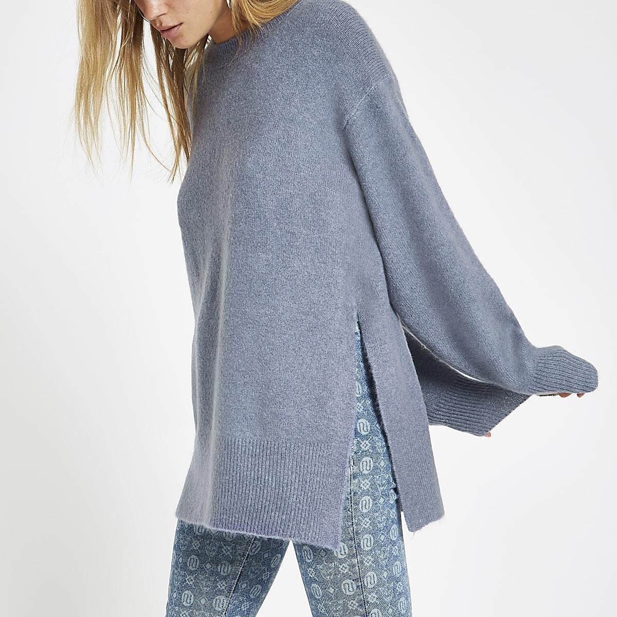 Blauwe gebreide pullover met split opzij