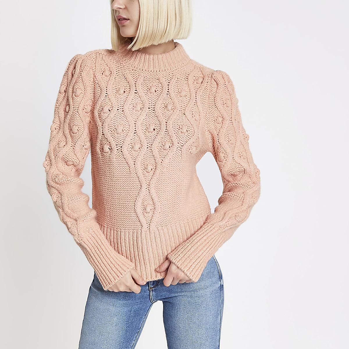 Roze gebreide pullover met kabelmotief en pofmouwen